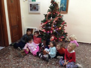 kids and a Christmas tree