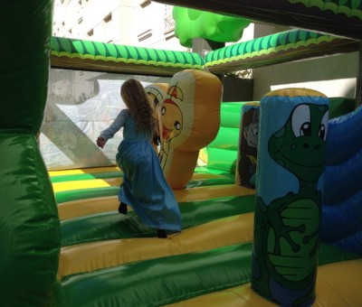 lunas-birthday-bouncy-castle