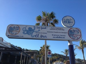 Sign to Centro el Mar language school in La Herradura